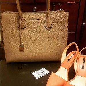 Beautiful Michael kors bag